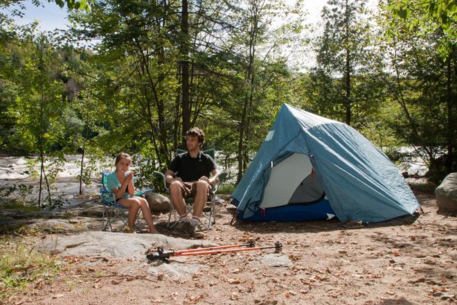 camping en mauricie 15 campings de r ve pour planter sa tente au bord de l 39 eau tourisme. Black Bedroom Furniture Sets. Home Design Ideas