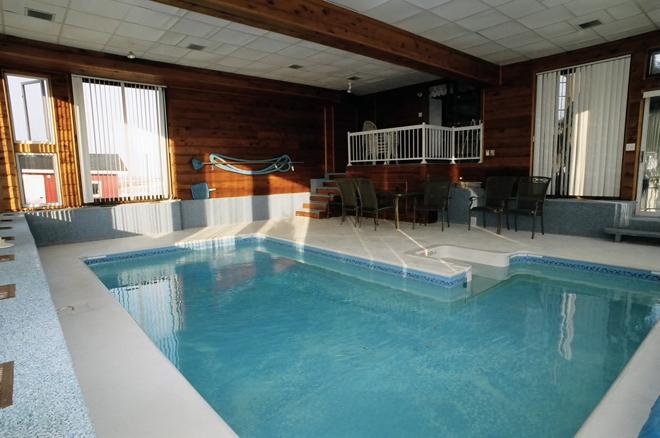 gite-soleil-levant-piscine-interieure