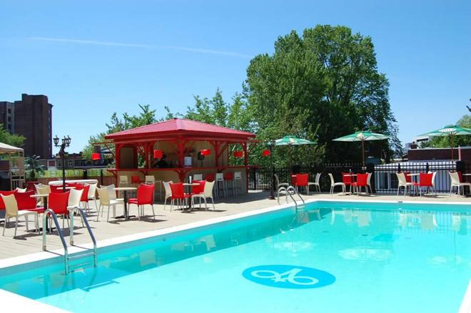 terrasse-rouge-vin-piscine-gouverneur-tr