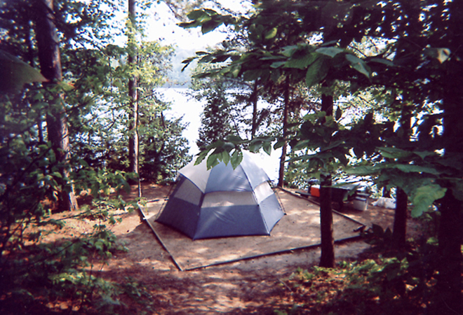 camping-ile-melville-bord-riviere