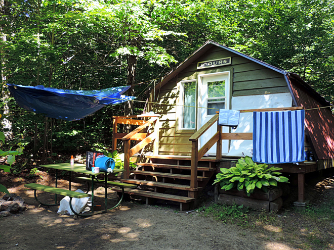 aux-berges-lac-castor-hutte