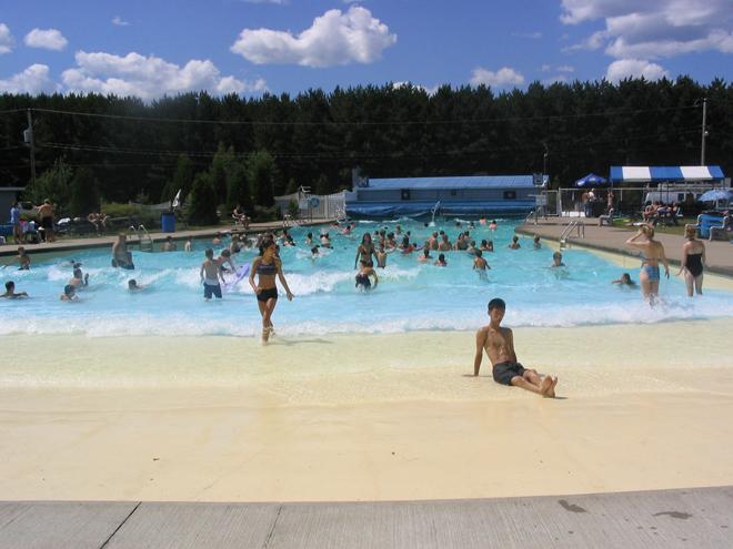 piscine-a-vagues-domaine-lac-foret