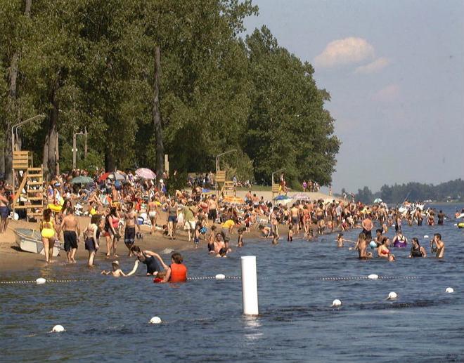 Piscines plages glissades d 39 eau et baignade en mauricie for Piscine la bulle saint quentin