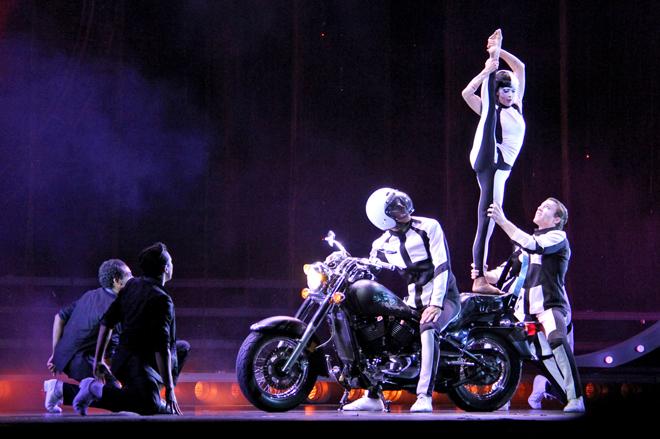 cirque-du-soleil-tout_ecartille_Charlebois2