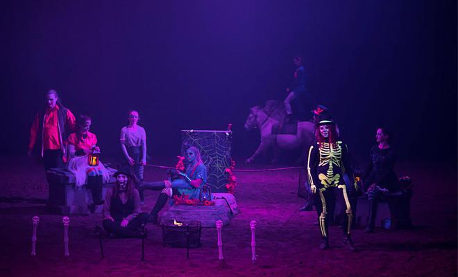 halloween-theatre-equestre-beauvallon-TM