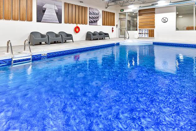 Piscine de l'hôtel Holiday Inn Express et Suites de Trois-Rivières