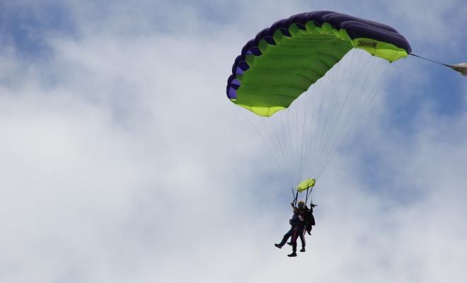 Idée cadeau pour la fête des Mères, saut en parachute
