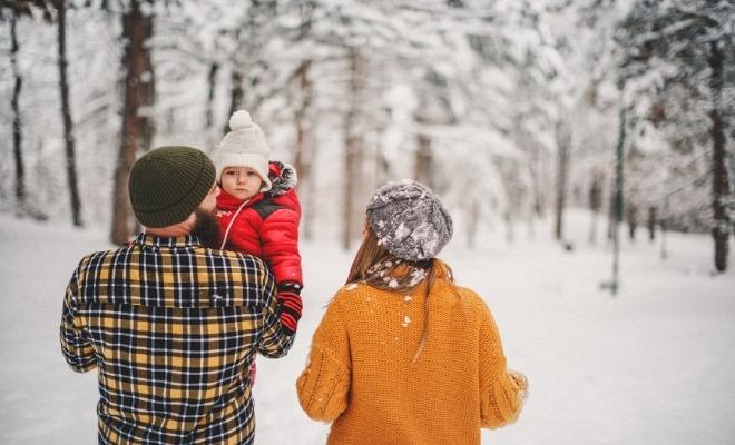Activité hivernale, randonnée en famille