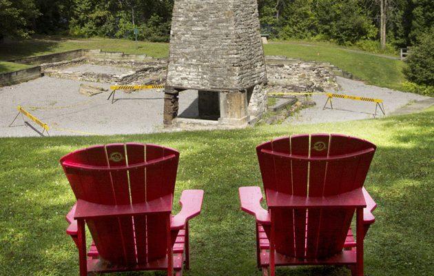 Chaises rouges Parcs Canada